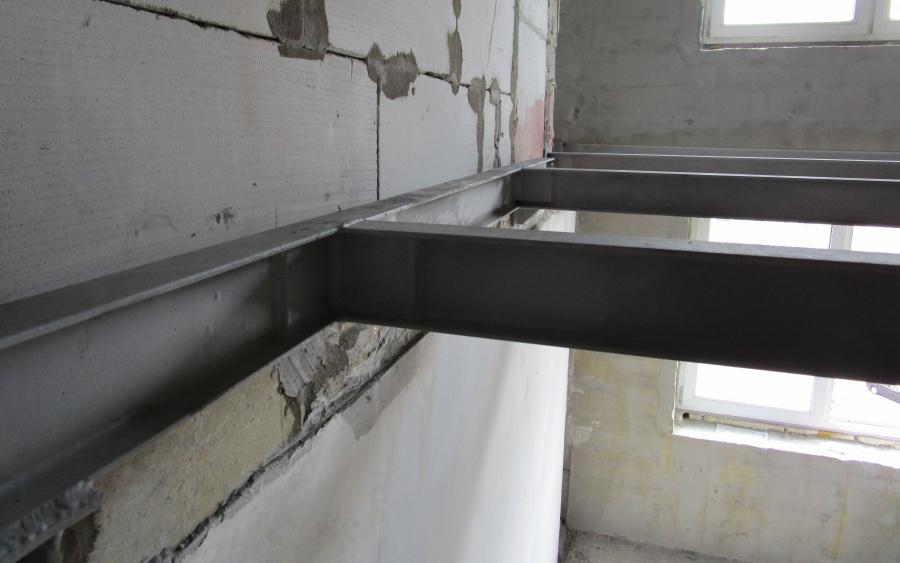 Балки крепились к стене либо через заанкеренный швеллер