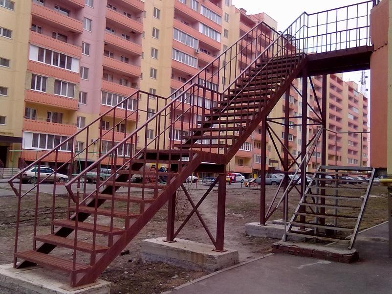 Купить маршевую лестницу в Москве недорого