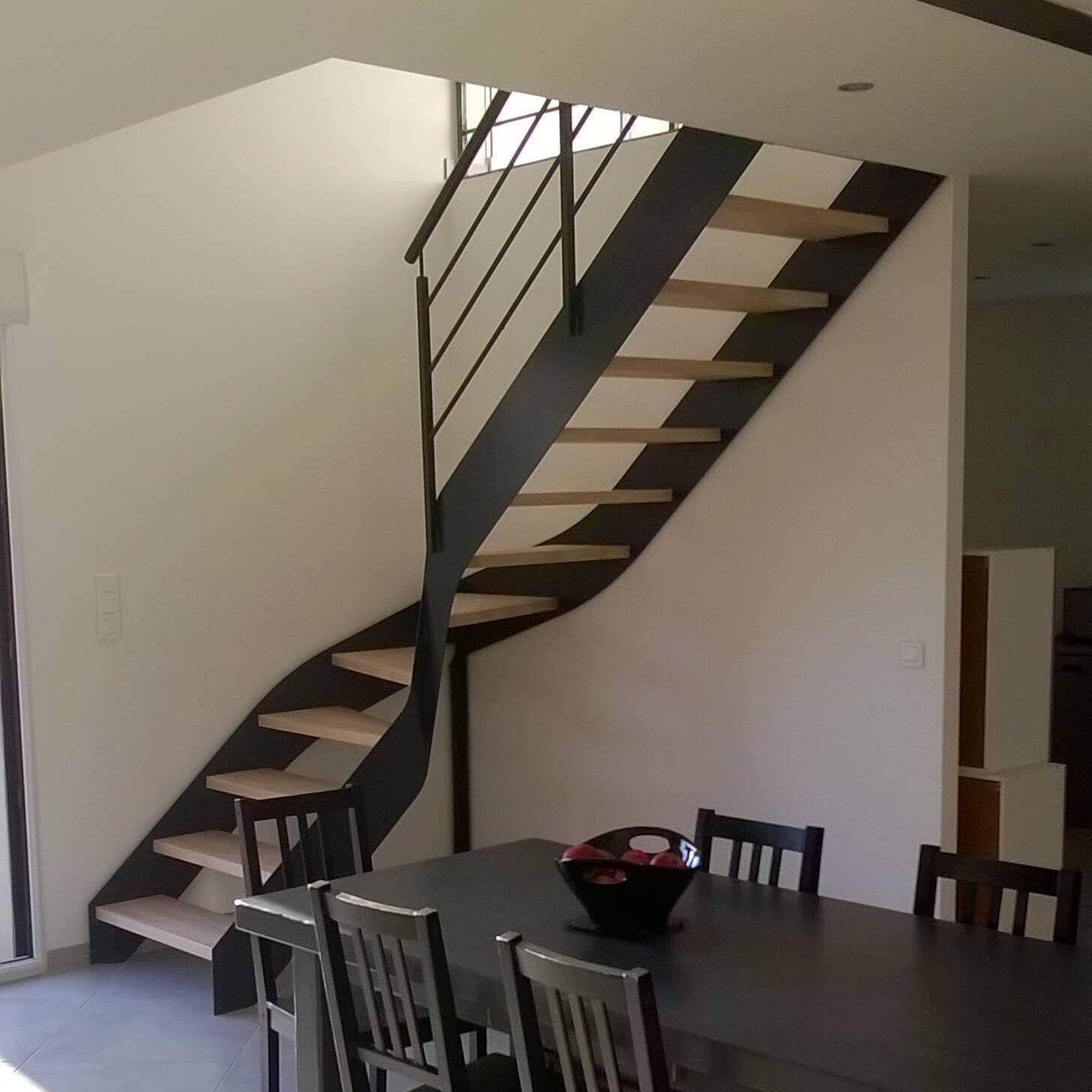 Забежная лестница на двух косоурах