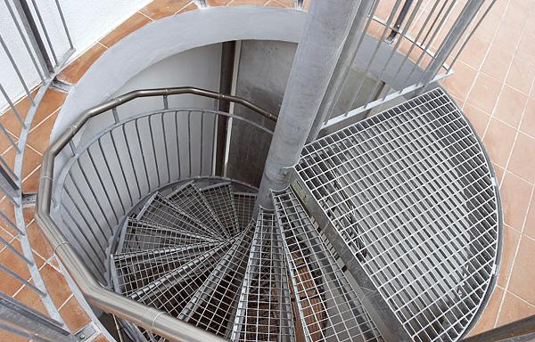 винтовая лестница в здании