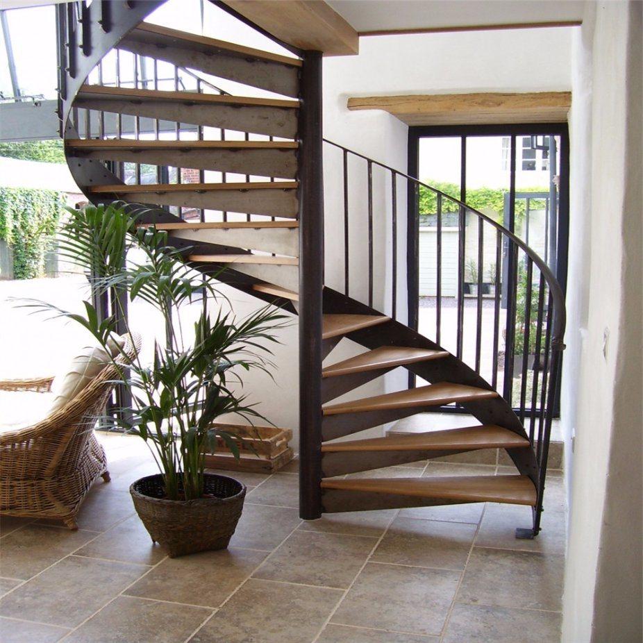 винтовая лестница с косоуром из пластины