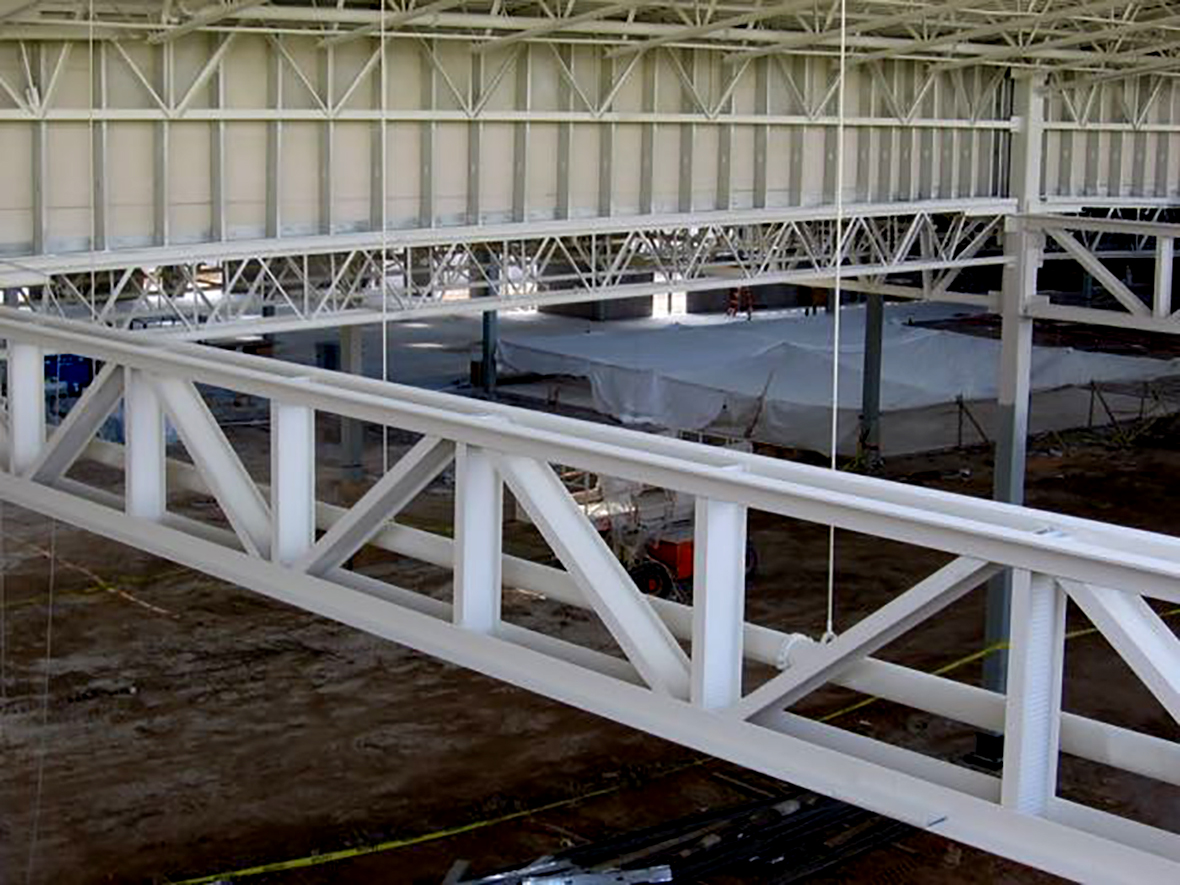 Фото металлических колонн в составе здания