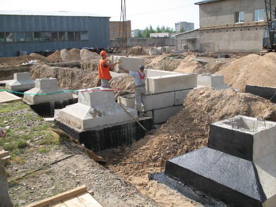 укладка фундаментов под колонны