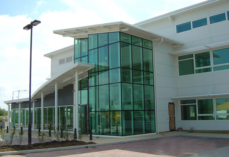 Фото офисного здания из металлокаркаса